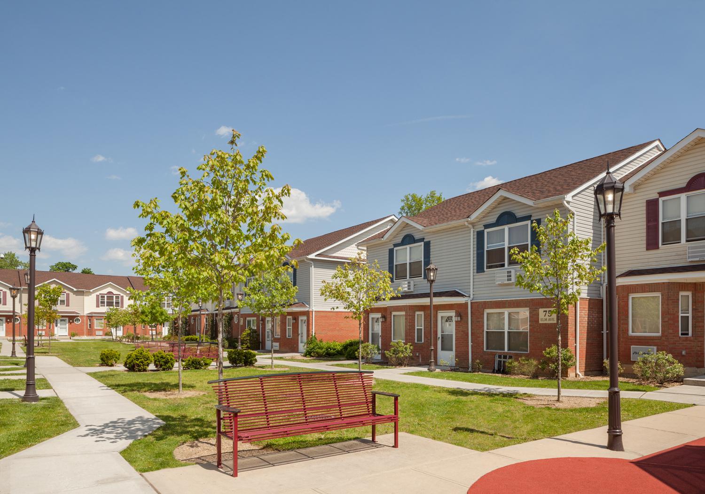 The d f development group llc for 7233 parkside villas drive